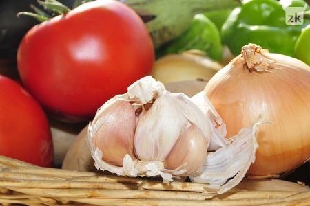 Nahrani imunitet češnjakom i rajčicom
