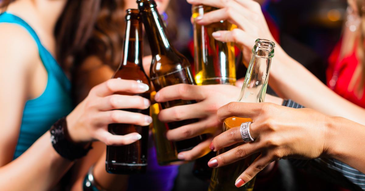 Spriječi rak izbacivanjem alkohola i prerađenog mesa, kažu stručnjaci Nadamo se da će ovo novo izvješće utjecati na donositelje odluka kako bi poduzeli pozitivnu akciju adresiranja štete uzrokovane zlouporabom alkohola , kažu autori istraživanja.
