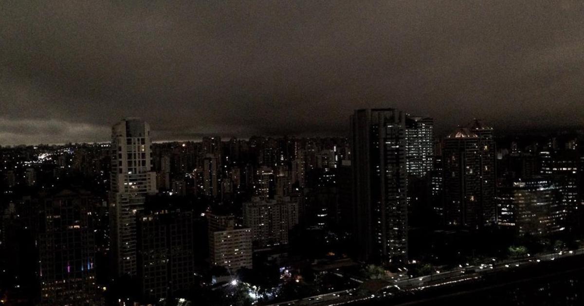 Fotografirano tijekom dana Apokaliptični prizori: Sao Paulo obavijen tamom zbog požara u prašumama!